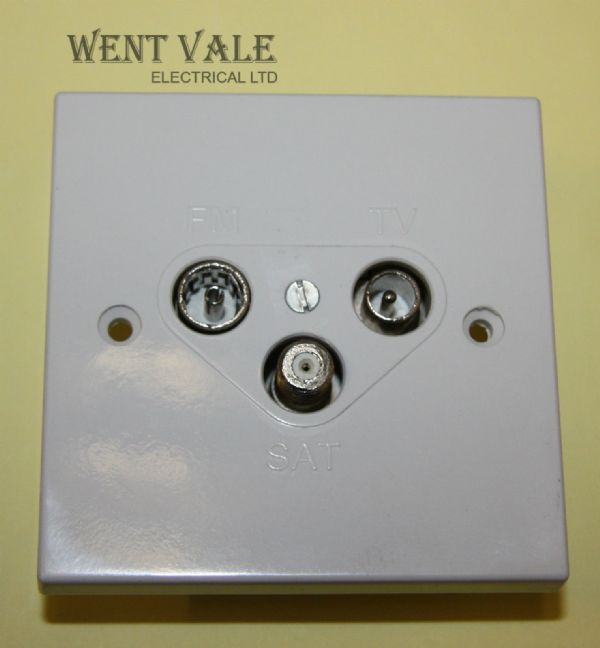 Vimark V1340 - White Moulded - 1 Gang Triplexer (TV/FM/SAT) Socket New